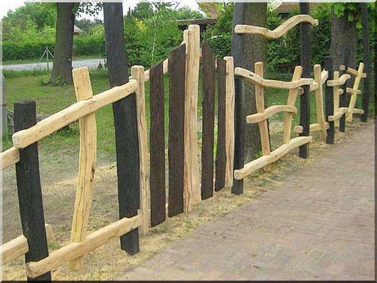 Kerítés görbe akácfából