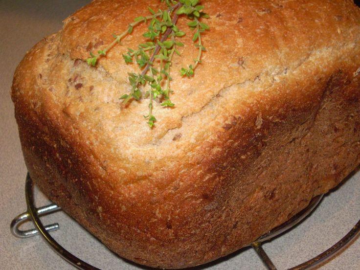 Laktató teljes kiőrlésű magvas kenyér zöldfűszerekkel!