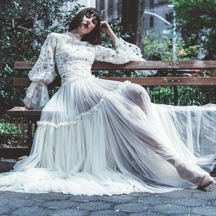#costarellosbride in Madison square #newyork. Photo by @loveinred  #costarellos #spring2018 #brides #bridal #weddingdress #novia #NYBFW #NY #fav #bohochic #boho #bridalmarket #throwback