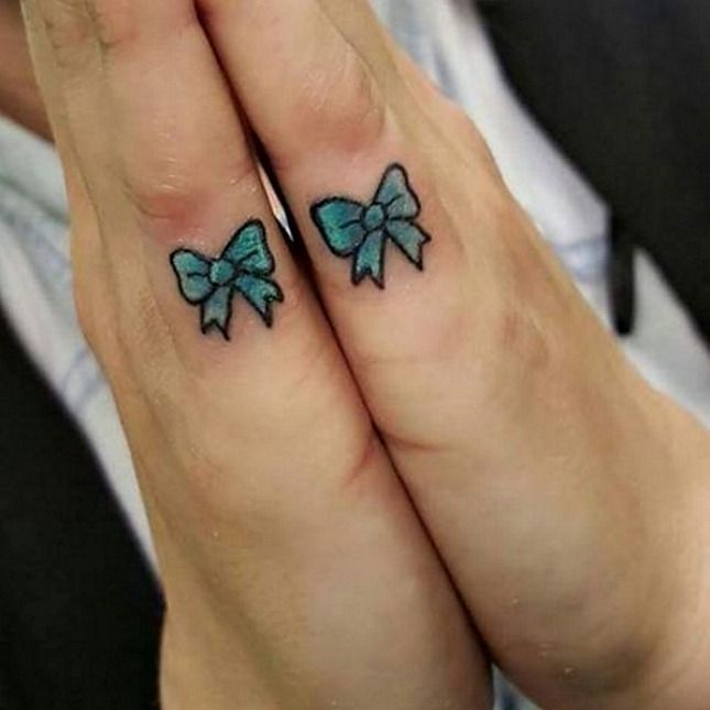 15 Delicate Finger Tats That Will Make You Want to Get Inked ASAP