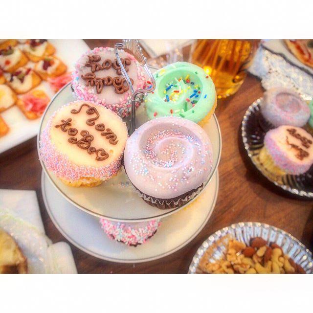 🎂.Cupcake . ベイビーシャワーの時に友だちがマグノリアベーカリーのカップケーキを買ってきてくれたんだけど、🍰 . 妊婦カップケーキ😍💓 mom to be とbaby boy👶 もともとあるのか書いてくれたのかわからないけど嬉しかった😚可愛すぎる! .  #妊婦#妊娠#妊娠9ヶ月#9ヶ月#マタニティ#初マタ#プレママ#男の子のママ#6月出産予定#6月予定日#マタニティライフ#妊娠33週#33w#33週マグノリアベーカリー#カップケーキ#ベビーシャワー#ベイビーシャワー#babyshower#体重管理に苦しむ妊婦 #evedeso #eventdesignsource - posted by  https://www.instagram.com/ha1119baby. See more Baby Shower Designs at http://Evedeso.com