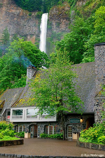 ✮ The Multnomah Falls Lodge, Columbia River Gorge National Scenic Area, Oregon