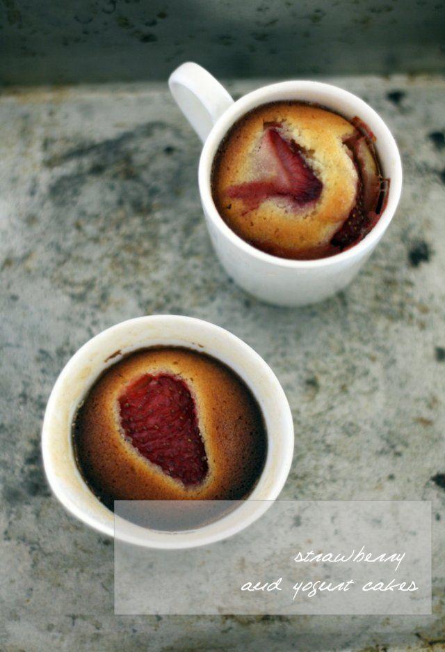 Strawberry yogurt cake - Pastel (torta) de yogurt y fresas