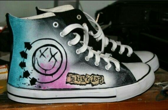 427ed043d8 Blink-182 converse that i really want