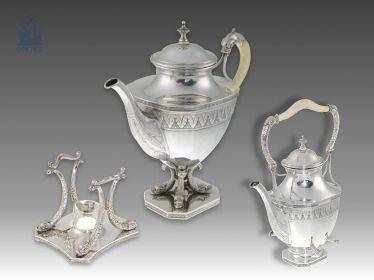 Teekanne: exquisites antikes Set aus 2 Teekannen mit Rechaud, Plastische Delfinfüße, hervorragende Qualität, vermutlich deutsch um 1900