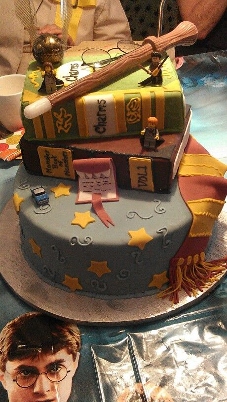 Harry Potter cake. I need this cake to