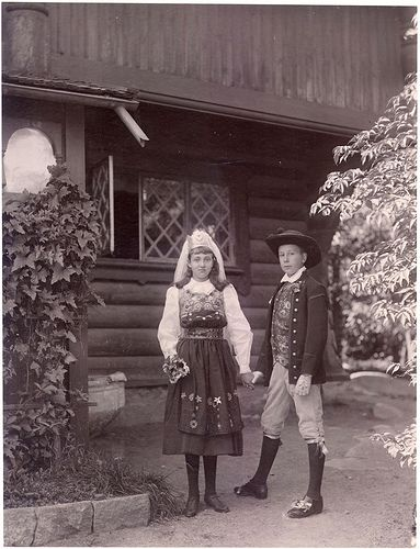 Two children dressed in Swedish traditional costumes. The boy is Carl´s son Sigurd who later in life would become state antiquarian. The picture is taken at the Curman villa. ca 1890
