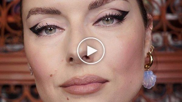 Butterfly Eye Makeup Will Give Your Winged Liner A Metamorphosis Wingedliner Butterfly Eye Makeup Will Give Your Winged Butterfly Eyes Eye Makeup Winged Liner