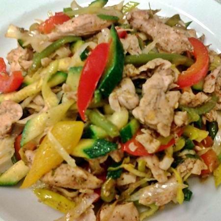 Egy finom Ínyenc zöldséges csirke ebédre vagy vacsorára? Ínyenc zöldséges csirke Receptek a Mindmegette.hu Recept gyűjteményében!