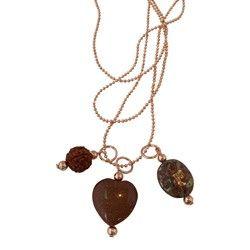 """Aan deze ketting hangt een mooie Rudraksha (zie voor uitleg """"specificaties""""), een hart van Goldstone (halfedelsteen) en een Tsjechische ronde bewerkte steen in een blauw/bruine kleur.De naam Rudraksha komt voort uit de hindoeïstische mythologie en betekent """"de tranen van Shiva"""". http://www.azibi-ibizawebshop.nl/product/1570846/ketting-rudraksha-tsjechisch-rond-goldstone"""