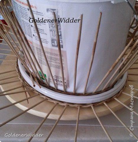 Мастер-класс Поделка изделие Масленица Плетение Чайный поднос из пластиковой крышки Бумага газетная Трубочки бумажные фото 14