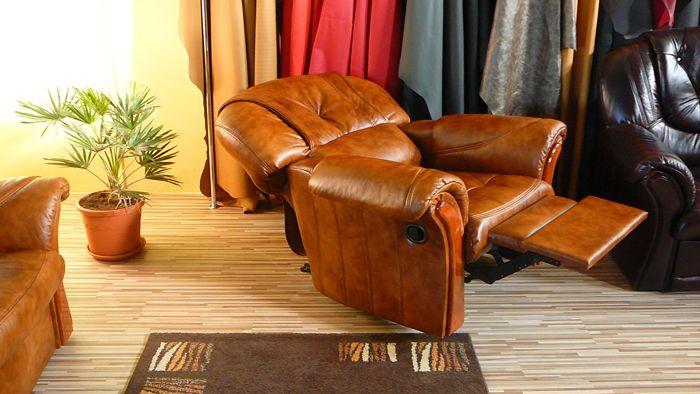 A Malaga bőr ülőgarnitúrából is elérhető többek között az ágyazható típus, valamint a különböző extrákkal rendelkező kanapék.