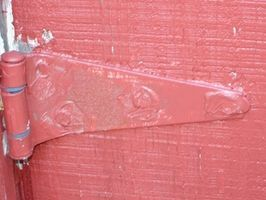 How to Remove Paint From Hinges Without Chemicals