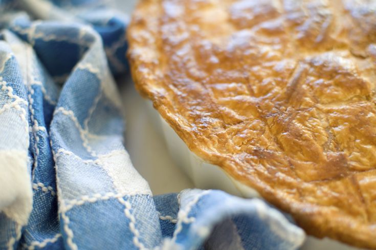 Creamy chicken pie is perfect for a Saturday night dinner with the family. http://www.ilovecooking.ie/recipe/chicken-leek-pie/