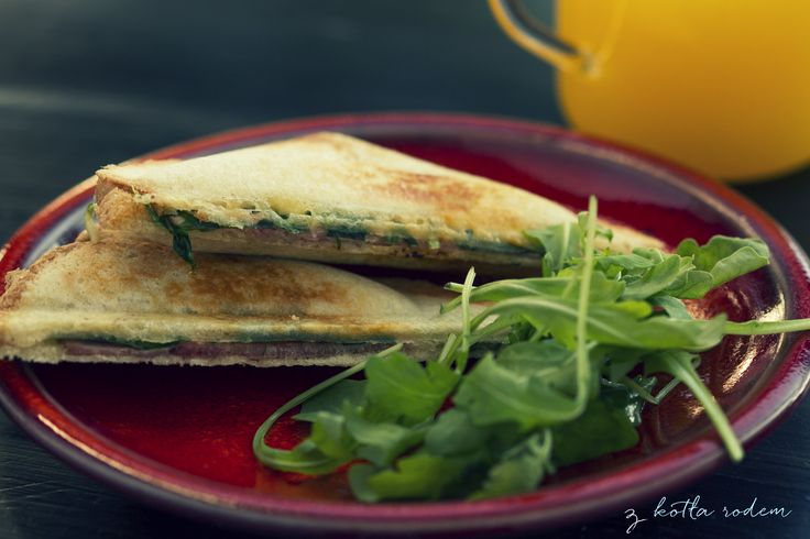 Opiekane tosty z rukolą- śniadanie z nutą orzechowego w smaku! :-) #tosty #rukola #sniadanie