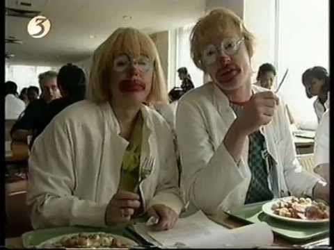 ▶ Arjan Ederveen en Tosca Niterink als clinic clowns uit Borreltijd ( Theo & Thea ) - YouTube owww het sentiment en talent, ik mis ze zoooooo