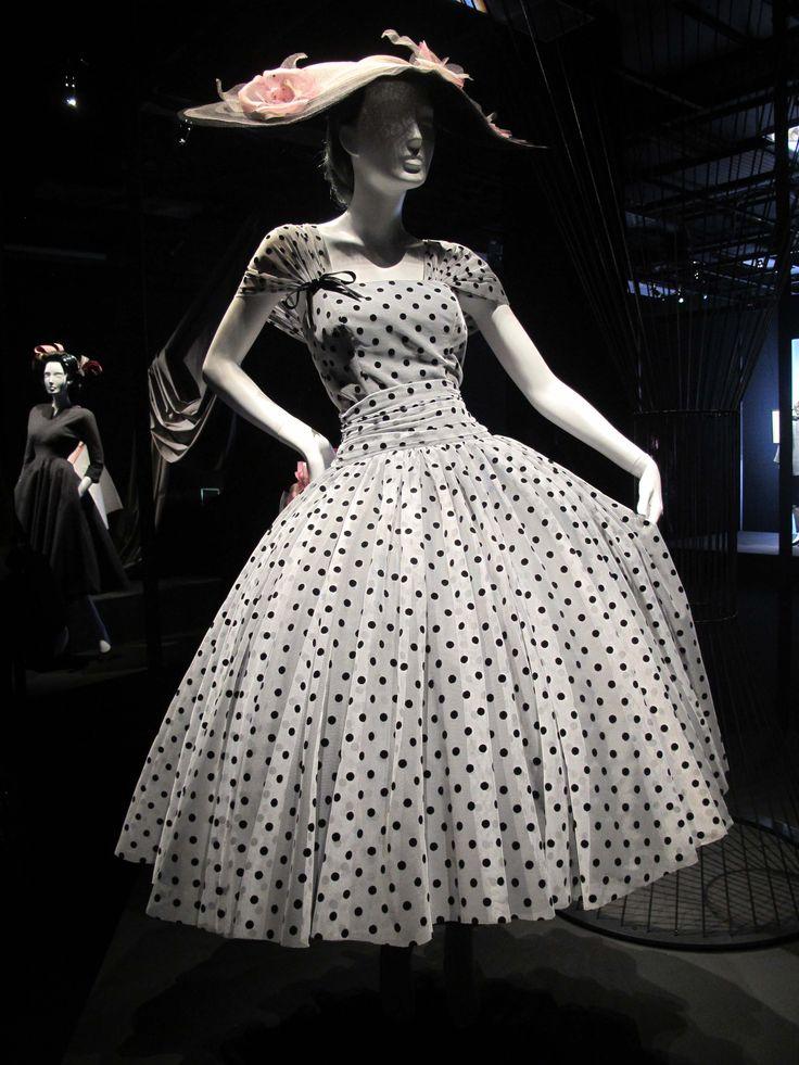 Britannica-Selfridges-London-British-Fashion-1951-1953-Queens-Jubilee