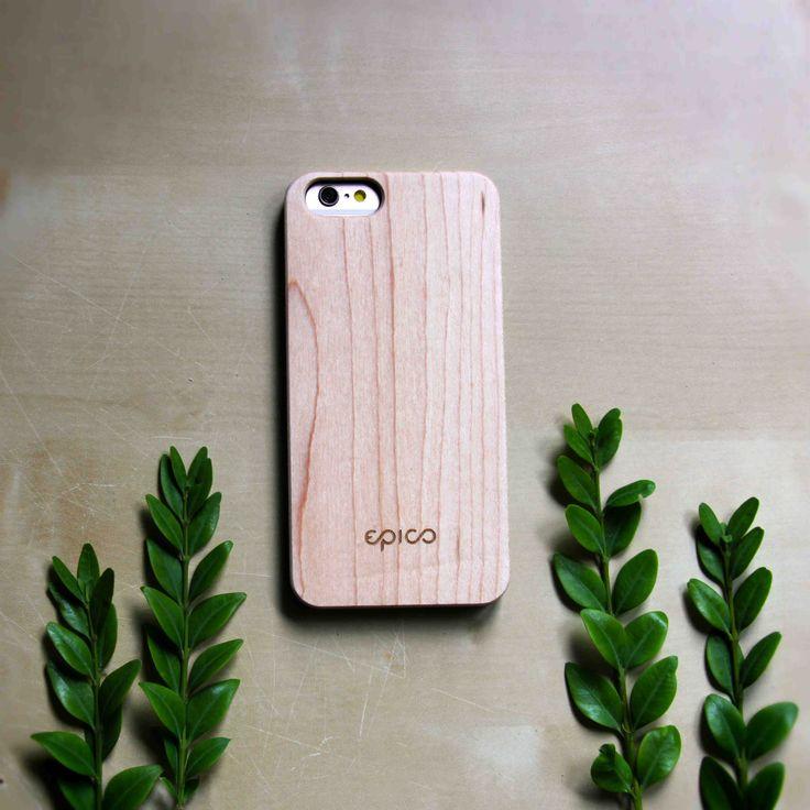 Javorový Woody ví, že méně je víc, a proto ho máme rádi. Je to fešák.  /phone case, kryt na mobil, kryty, dřevěný, wooden, maple, epico/
