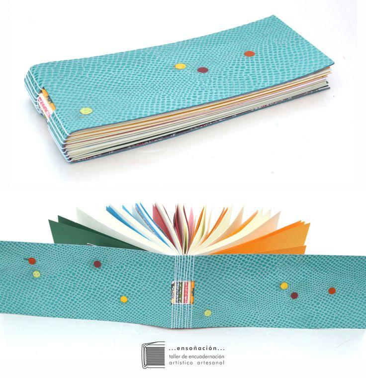 • libretas multicolores reutilizando materia •  Libretas de diferentes tamaños – tapas semirigidas con mosaicos en cuero reutilizando recortes de diferente tipo, color y textura – Interiores todos diferentes, reutilizando recortes de papeles de diferentes tipos, colores, gramajes y texturas –  costura expuesta