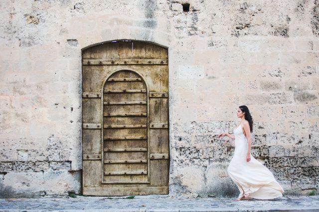 Credit: My Wedding Tale Photography - oud, architectuur, muur (bouwsel), vrouw, gebouw, deur
