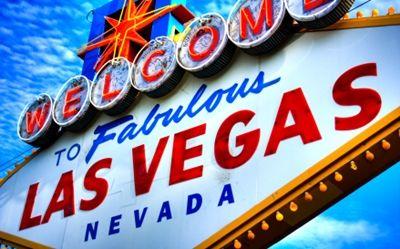 Wer in diesen Tagen das Casino Kleinwalsertal besucht, hat die Chance darauf, eine Reise in die Traumstadt Las Vegas zu gewinnen. Die Aktion läuft noch bis zum 11.7., also noch wenige Tage, in denen jeder Besucher Gewinnkarrten vor Ort sammeln kann, um diese dann am 11.7. in die Gewinnbox zu werfen.  Das Casino Kleinwalsertal verlost eine Reise nach Las Vegas im Wert von 3.000 Euro