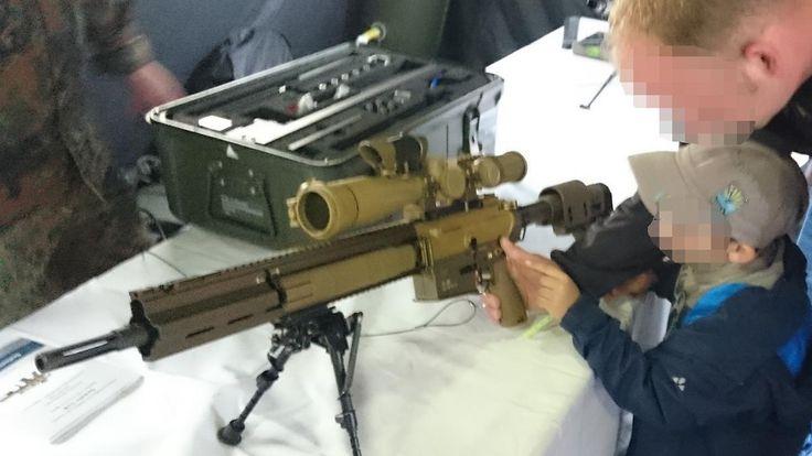 """Kritik am """"Tag der Bundeswehr"""": Kinder dürfen mit Kriegswaffen spielen"""