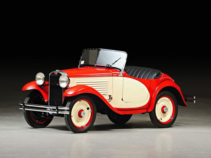 1932 American Austin Roadster.   ===>  https://de.pinterest.com/bastiaanvannguy/cars/