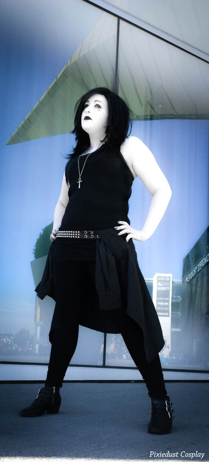 Death from the Sandman series by Neil Gaiman. Cosplay and edit by Pixiedust Cosplay. Photo by Schritsh Cosplay.