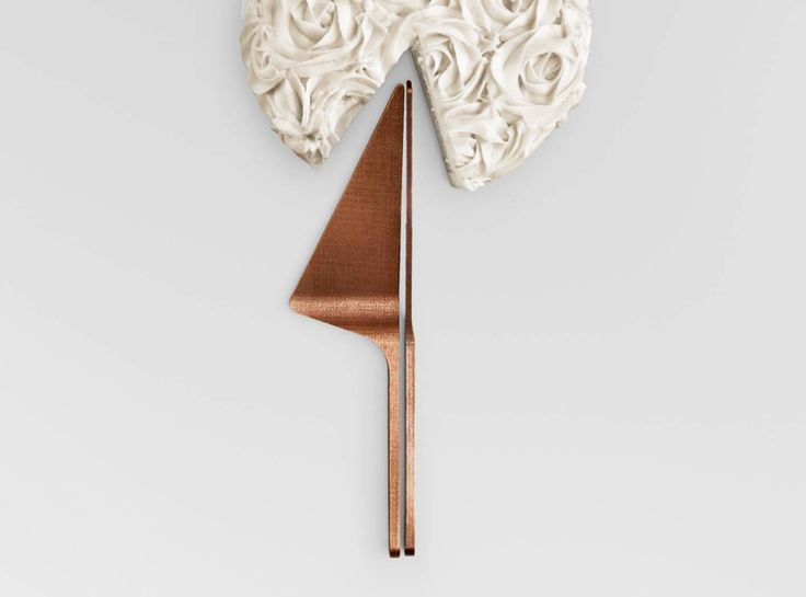 NEW YORK DESIGN WEEK 2016 - DPAGES REVIEW PART II: # 2 - Bringing in the third industrial revolution, designer Joe Ducet has launched OTHR – a design brand capitalizing on the magic of 3D printing. Above – Cru Cake Spatula & Knife Set in 3D printed bronze.