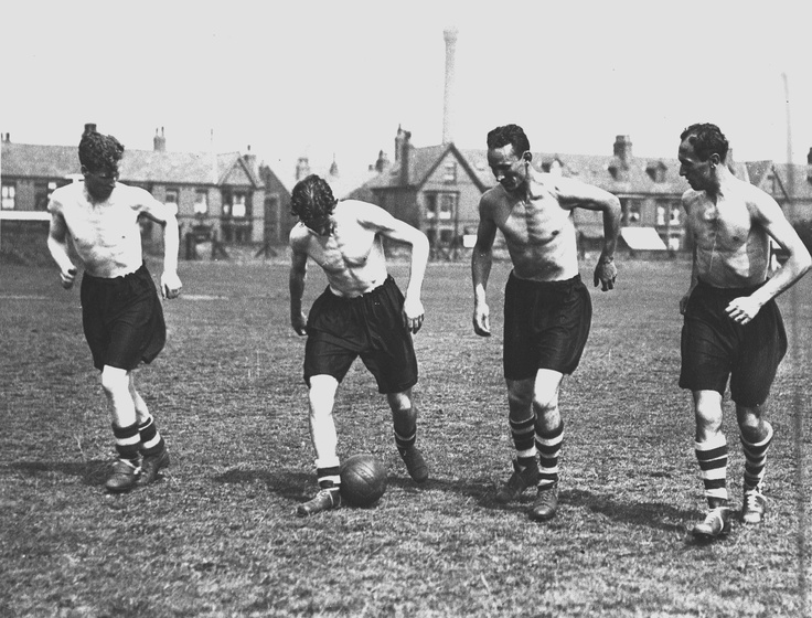 Willie Fagan, Phil Taylor, Berry Neiuewenhuys and Jackie Balmer training in the 1950s