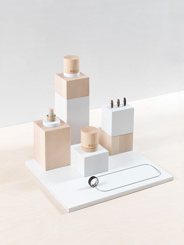Product design: jewellery display, wood + white, MOISSUE | 2014 PRODUCT…  Plus de découvertes sur Le Blog des Tendances.fr #tendance #packaging #blogueur