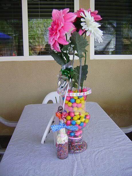 Candy Centerpieces that would be good for the kids table:)