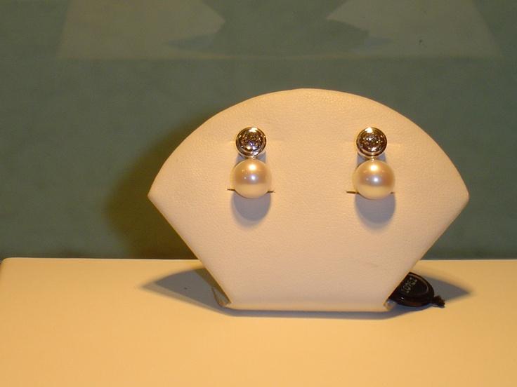 Pendientes tu-yo en oro blanco con  brillantes y perla cultivada.PVP 1.920 € (antes 2.400 e)
