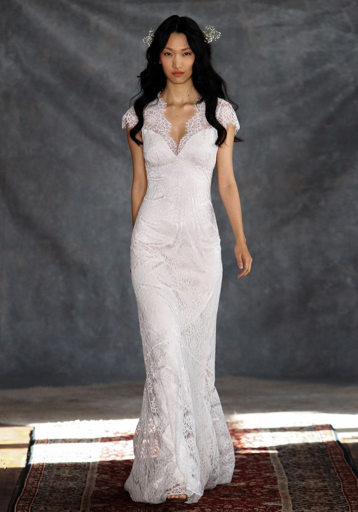 I am in love with Claire Pettibone's new Romantique collection AND it's affordable!  Romantique | Estelle | Bohemian Rhapsody Collection #affordableweddingdress #designerdresses