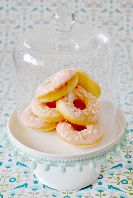 Idea for my Winter Wonderland dessert table, mini doughnuts