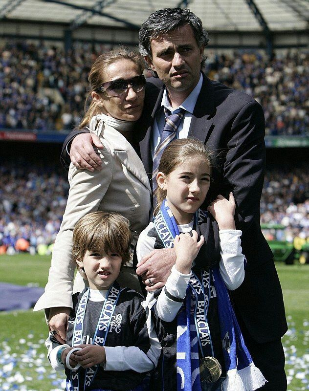 2005 / Anticlockwise from top right: CHELSEA manager JOSE MOURINHO with wife MATILDE, son JOSE JR  and daughter MATILDE