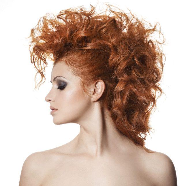 Cambiare acconciatura pur avendo capelli ricci e voluminosi? Vi suggeriamo i migliori look e le ultime tendenze per domare la vostra chioma