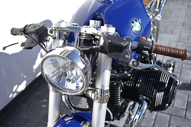 'One.Sixteen' BMW R nineT - Chandlers Bikes.   Black is white. Dogs are cats. Bike dealer arecustomisers. If there was ever a gauge of just how far the custom bike scene has come on its decade-long worlddomination tour, it's this. Bike dealers busting top customising chops. And there's no accessories catalogueor wallet-driven pretence here. This is an honest-to-goodness home run by...