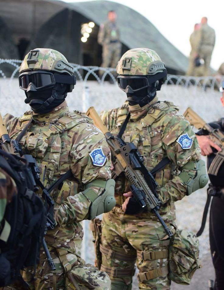 Turkish Maroon Berets in Efes 2016 [791x1024]