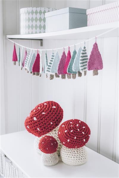 Tema 40: 8 og 9 Juletre girlander og fluesopp #jul #strikk #christmas #knit