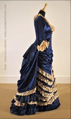 Robe de soirée à tournure:  1885                                                                                                                                                                                 Plus