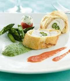 Gevulde kipfilet met groene asperges en 'Croûte' Coulis van tomaat en groene asperges