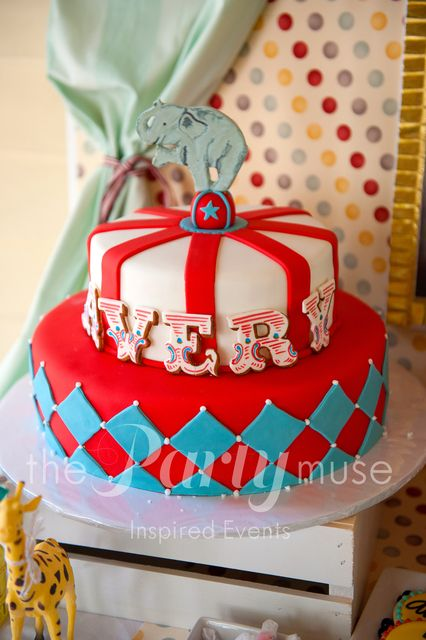 Cake at a Vintage Circus Party #vintagecircus #partycake