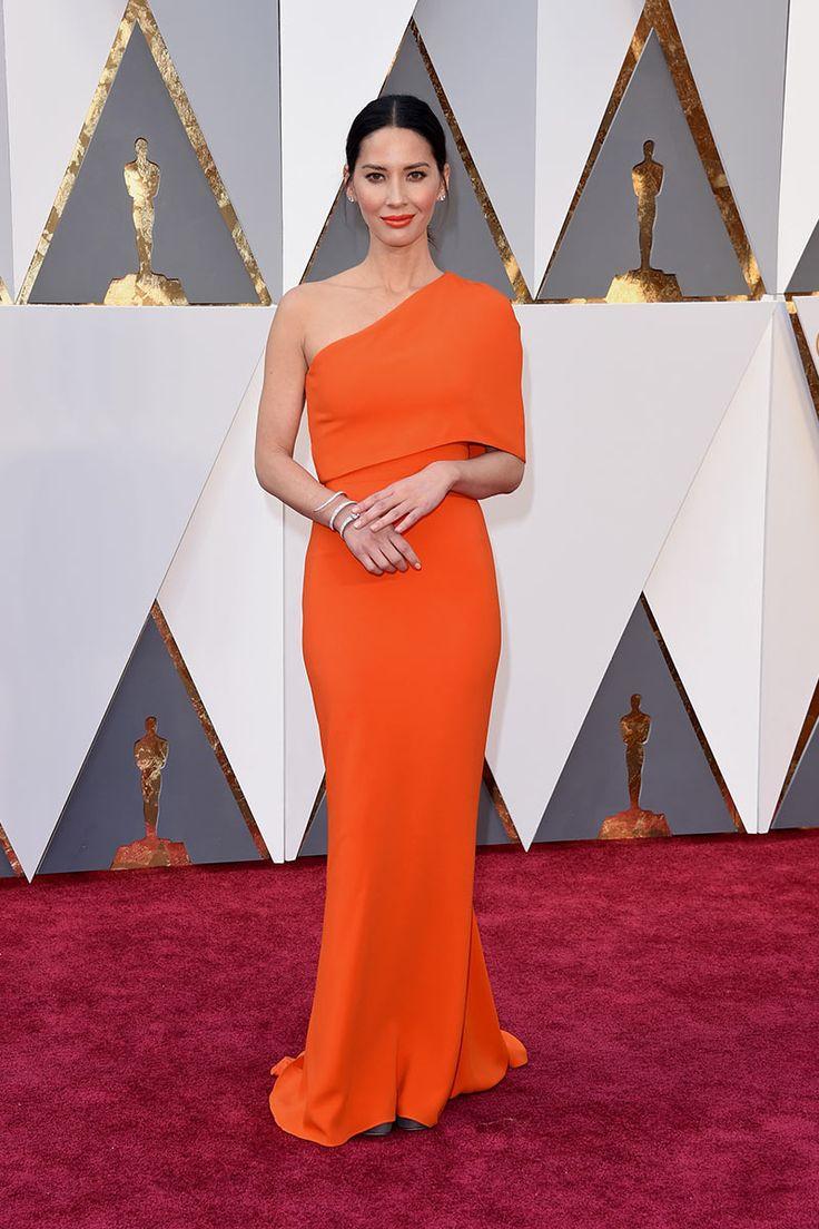 Olivia Munn en Stella McCartney. La alfombra roja de los Premios Oscar 2016