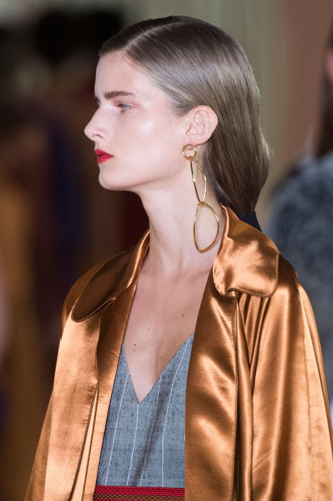 The Beauty Looks Seriously Stunned at London Fashion Week