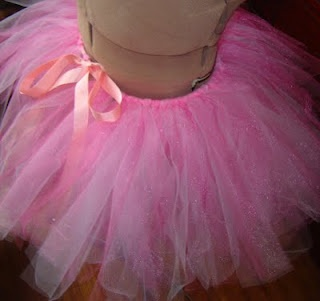 Adult Tutu DIY - No Sew - Thinking of doing this in blue and white with a black ribbon tie for and Alice in Wonderland look for the Tinkerbell Half!