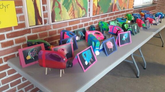 Fantasidyr af plastdunke - genbrugsprojekt på 2. årgang