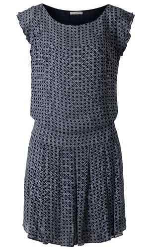Mason Dress. Flot kjole med plisseret nederdel i fin print. Har et feminint snit med forstærket panel ved hoften. Kjolen har en bred rund halsudskæring og et lille ærme.  Materialet er 100% viskose.