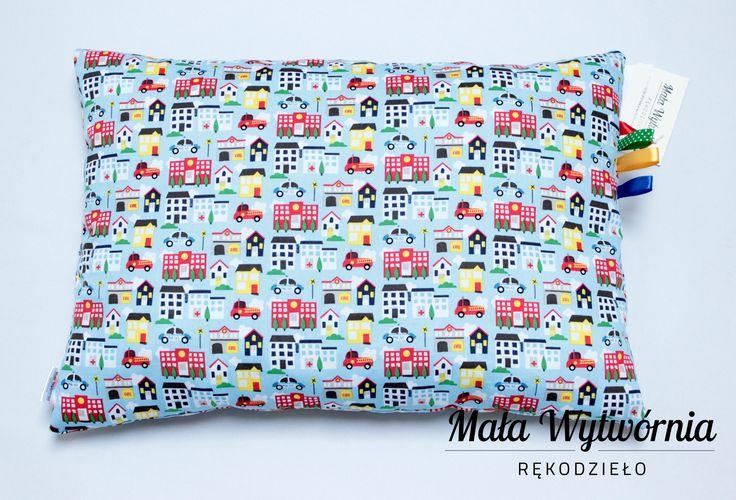 Poduszka z kolorowej bawełny i błękitnego pluszu Minky. Poduszka ręcznie wykonana.  www.facebook.com/malawytwornia