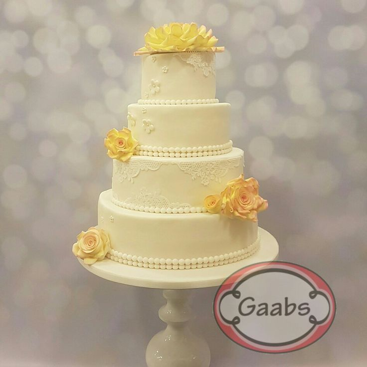 Wedding cake with lovely jewel roses